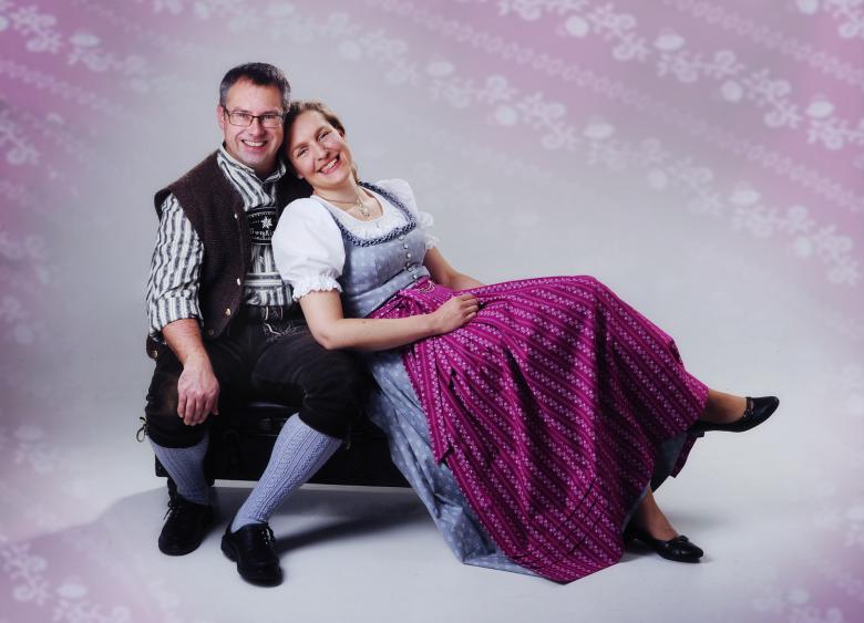Chiemgauer Heimatwerk - Dirndlschneiderei Trachtenschneiderei
