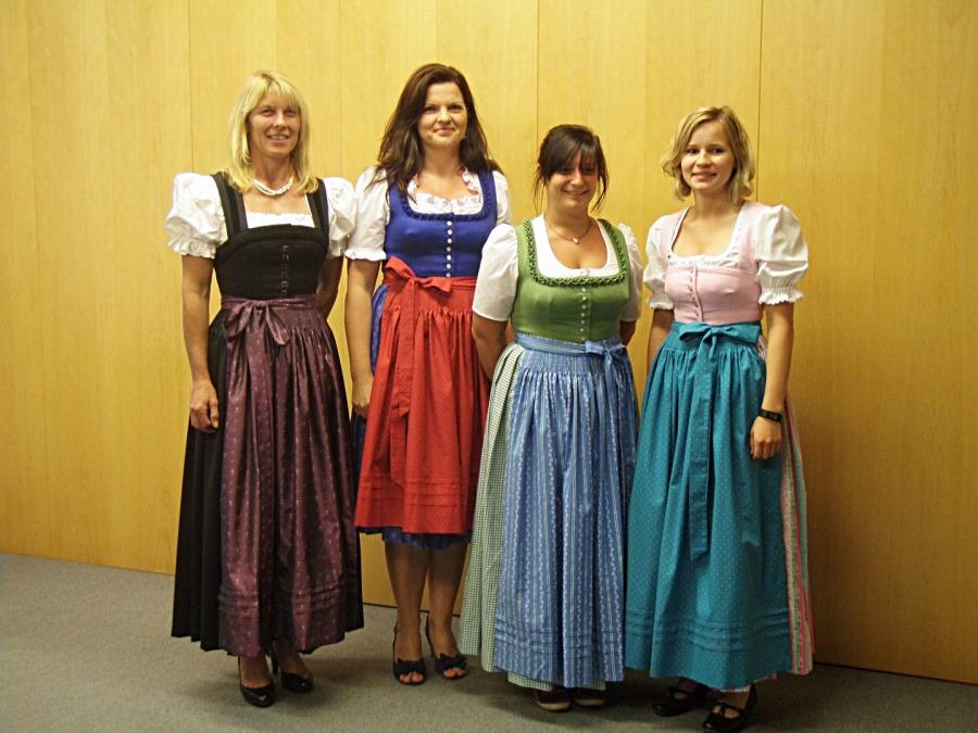 erste Modelle aus den Dirndlnähkursen - Trachtennähkursen in Bernau, Miesbach und München